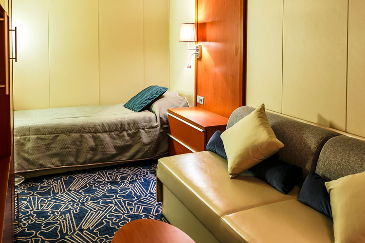 Catergory 2 cabin Ocean Endeavour